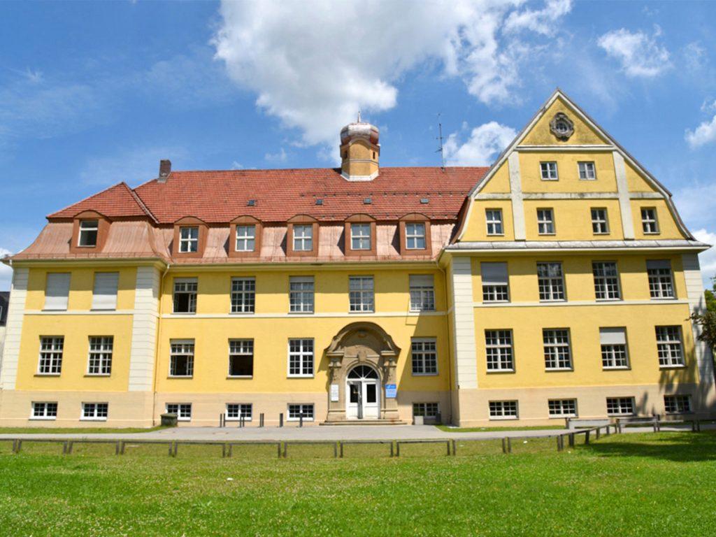 Kieferorthopädie Smile-first in Miesbach im alten Krankenhaus