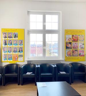 Smile-first Miesbach Kieferorthopädie Wartezimmer
