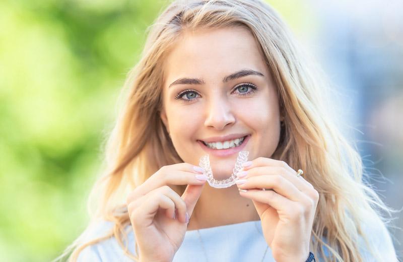 Smile-first Kieferorthopädie Invisalign